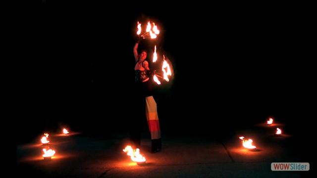 19 Feuer - Fächer und Stelzen_neu