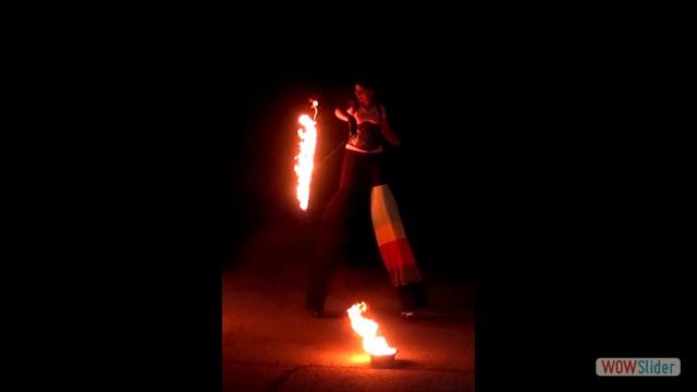 24 Feuer - Stelzen und Levi_neu