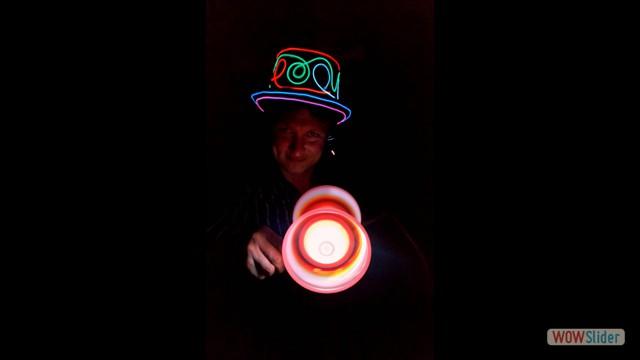 7 LED - Diabolo vor Gesicht_neu