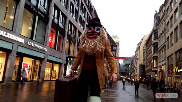 K1600_Stelzenkostüm-Maske-Koffer-1024x576